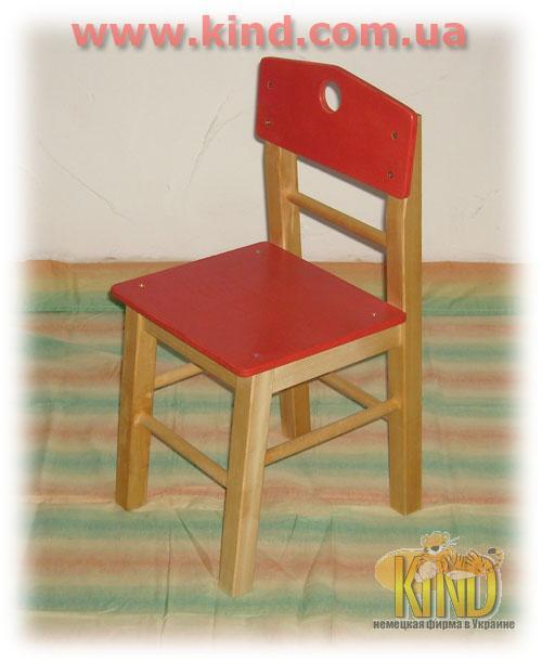 Цветной стульчик из дерева