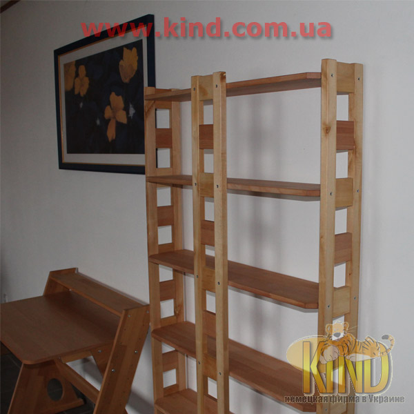 Стеллажи для детской комнаты из натурального дерева