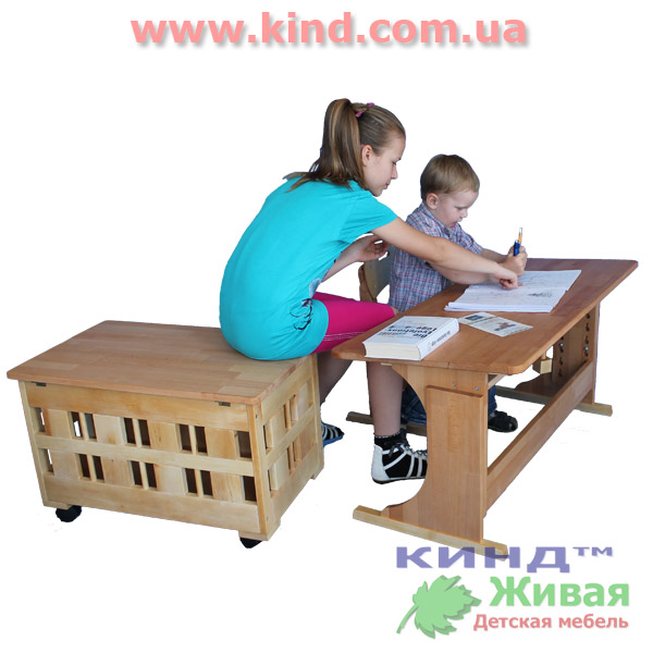 Шкаф для детских игрушек из натурального дерева